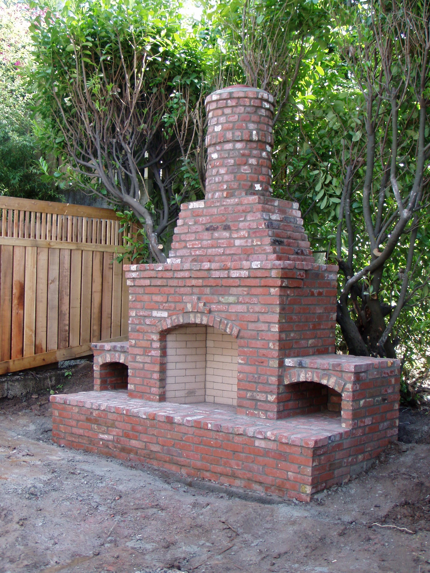 Stone and brick fireplaces can add so much appeal to your home. Baker Masonry can help you design and construct your ideal place to entertain guests.  We can help you with indoor or outdoor fireplaces.